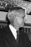 https://upload.wikimedia.org/wikipedia/commons/5/5d/Edmund_Ware_Sinnott_AAAS_1947.jpg