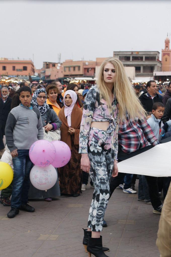Modefotos mit viel Zuschauern.