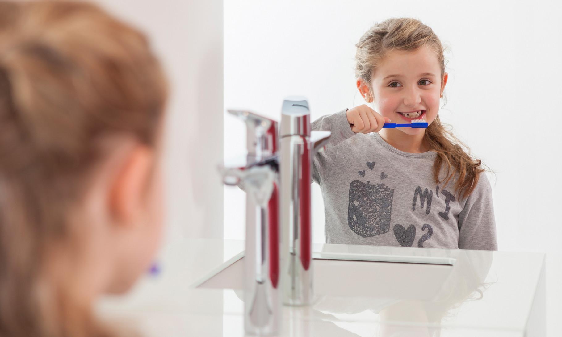 In der Putzschule lernen die Kinder altersgerecht das Zähneputzen