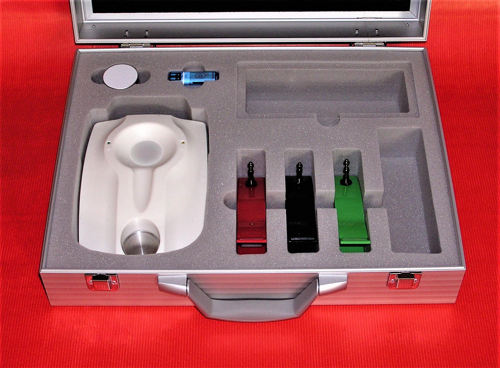 Inhalt Unterseite Koffer MONICOR mit offenem Innenfach