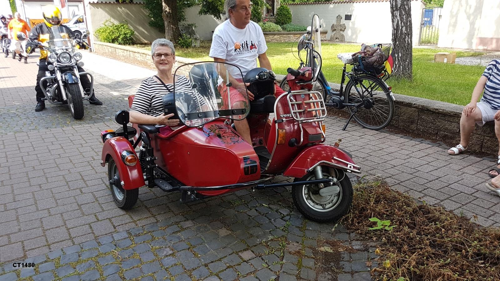 Im Beiwagen Frau Ria Warmbrunn (Ordnungsamt des Rhein-Pfalz-Kreises)