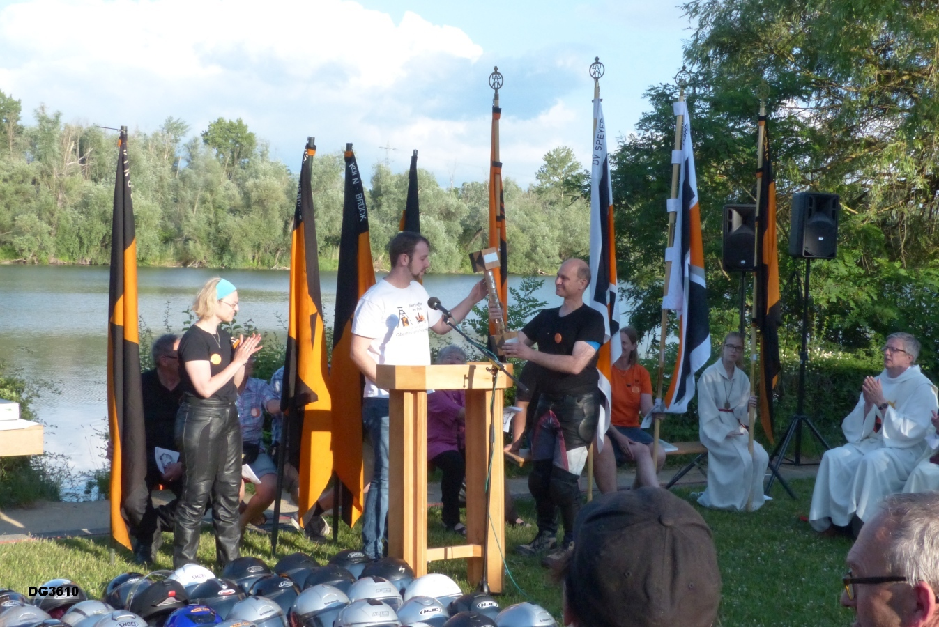 Übergabe des Kolping-Bikertreffenwanderpokals an die Kolpingsfamilie Castrop-Rauxel Frohlinde