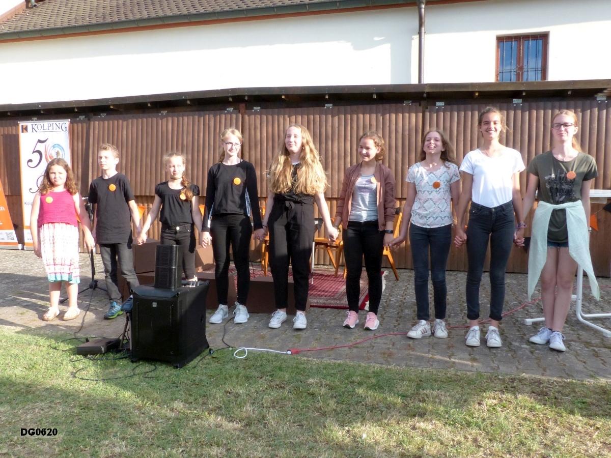 Unsere Theater-Kids mit dem selbstgeschriebenen Theaterstück über Adolph Kolping
