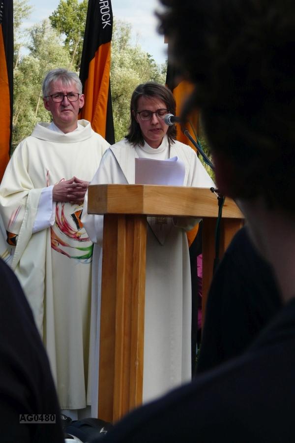 """Sabrina Lingenfelder-Faber (Gemeindereferentin) zitiert aus der  Enzyklika """"Laudato si´"""" (= """"Gelobt seist du"""") von Papst Franziskus"""