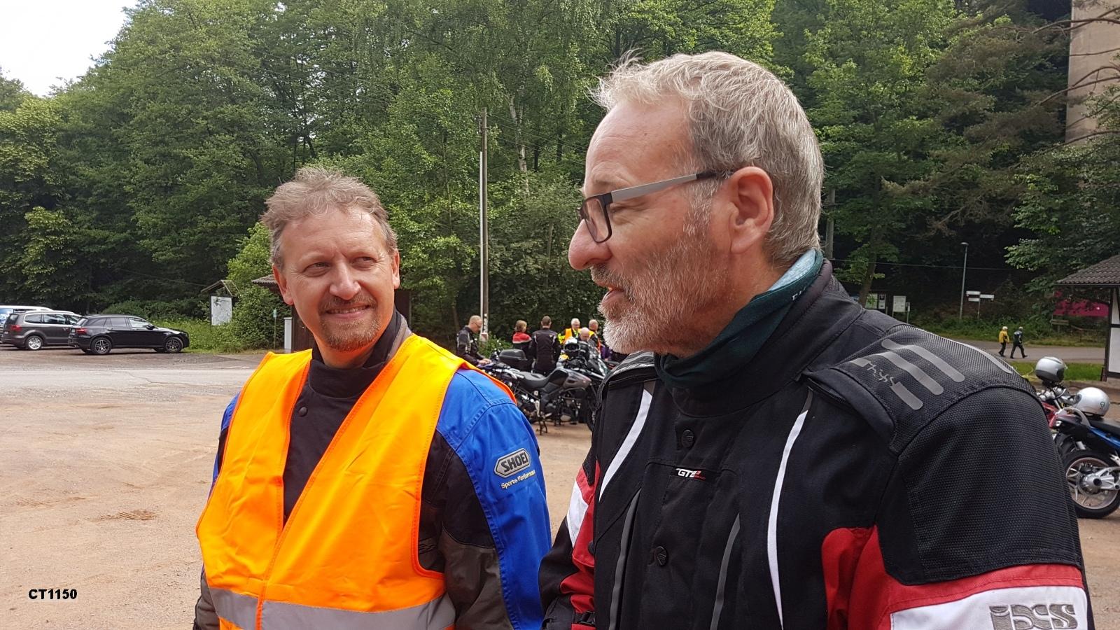 Organisator der Ausfahrt und Tour-Guide-Guide Klaus Jacobi (rechts)