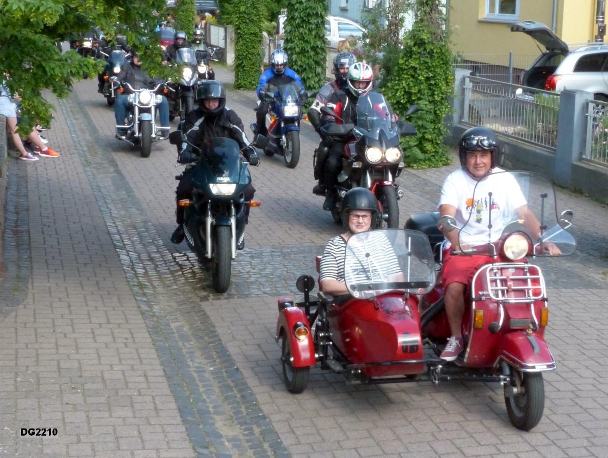 Im roten Beiwagen Frau Ria Warmbrunn (Ordnungsamt des Rhein-Pfalz-Kreises)