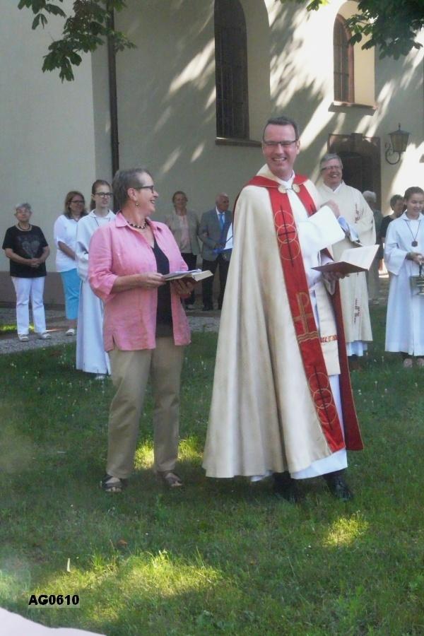 Ökumenischer Reisesegen mit Pfr. Andreas Rubel und Frau Gerda Gögel (Presbyterin)
