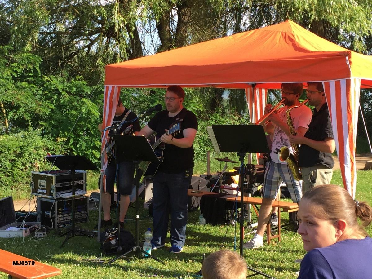 Musikalische Gestaltung der Biker-Messe: The Grusicals - Kirchen-Rock