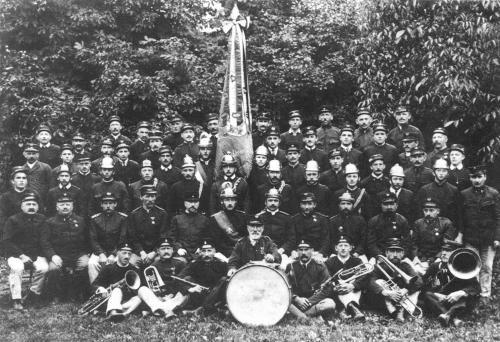 Die gesamte Wehr im Jahre 1924 unter dem Kommando des Hauptmannes Peter Manhart.