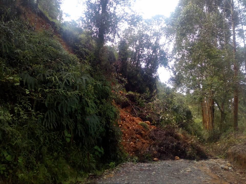 Derrumbe - vía Charalá - Confines
