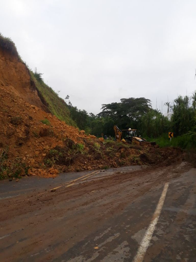 Foto bomberos Charalá - Destape de vía San Gil-Charalá
