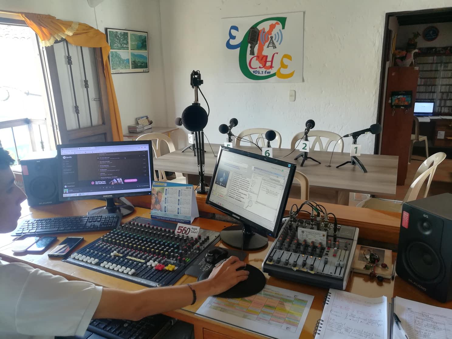Foto Radio Frecuencias MV - Estudios Charalá Estéreo, Enero 2019