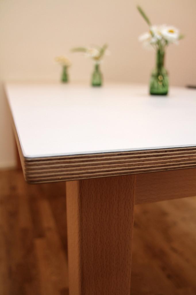 Tisch für Kinder aus beschichtetem Schichtholz