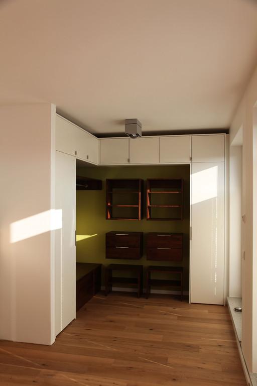 Kleiderschrank im Schlafzimmer mit viel Stauraum