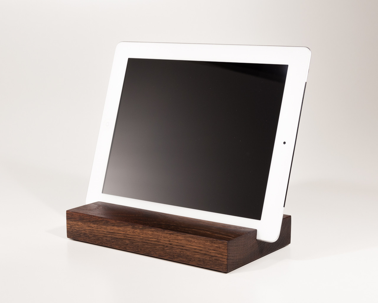 ipad und tablet halterung halter aus holz und beton. Black Bedroom Furniture Sets. Home Design Ideas