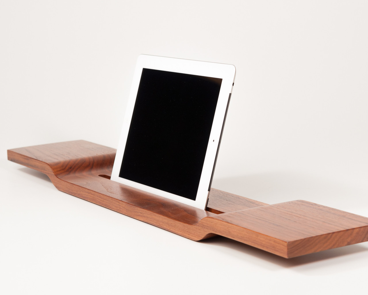 ipad und tablet halterung aus holz f r die badewanne. Black Bedroom Furniture Sets. Home Design Ideas