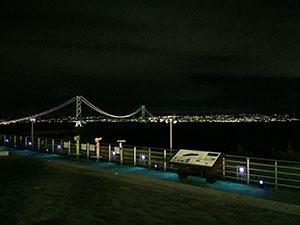 関西でおすすめの海水浴場5選 兵庫県淡路島 明石海峡大橋ライトアップ、神戸の夜景