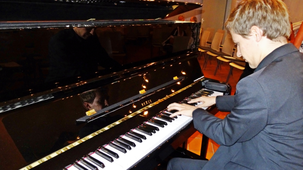 Fabian Bauer am Klavier
