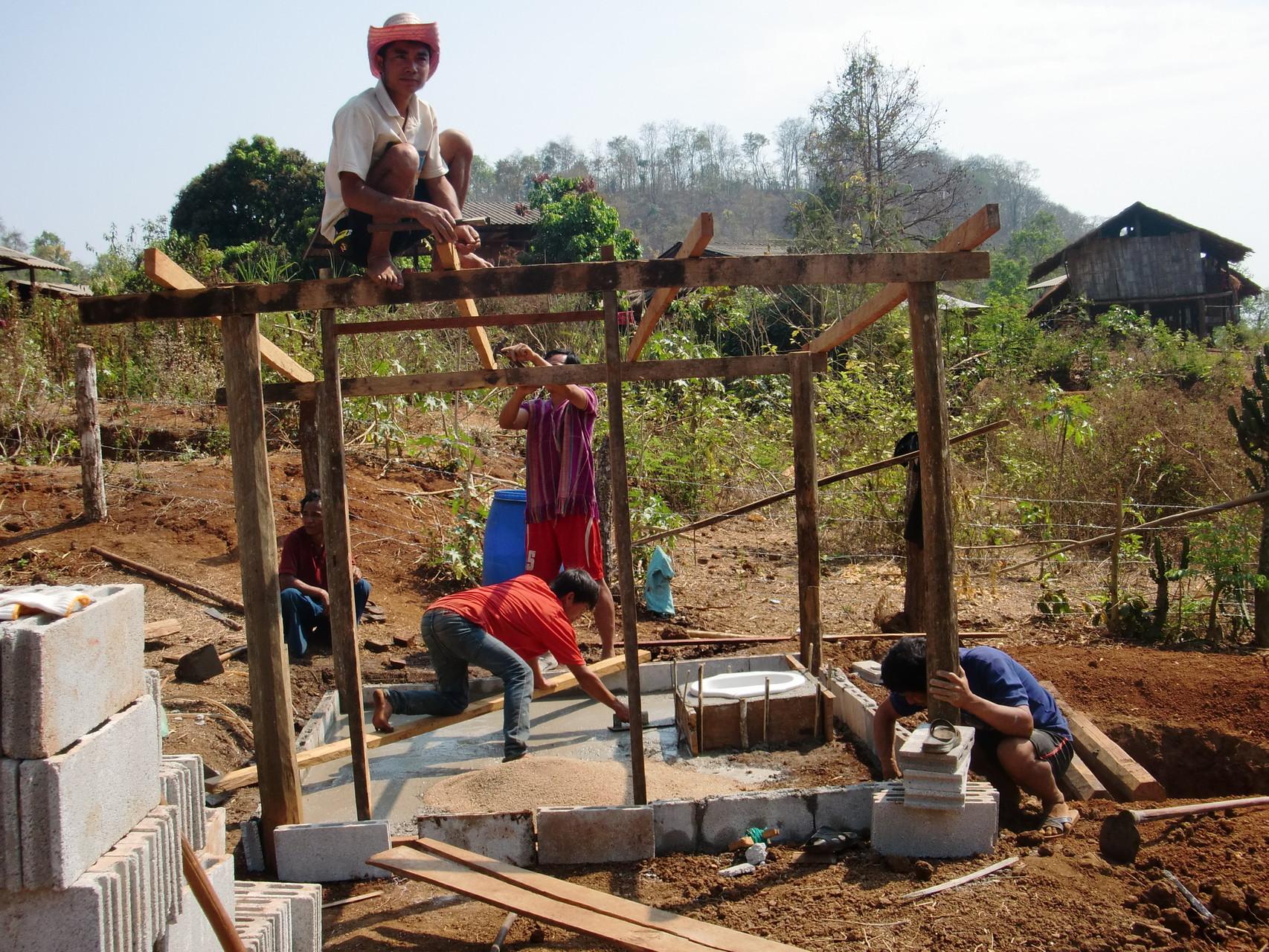 屋根作りと床づくり