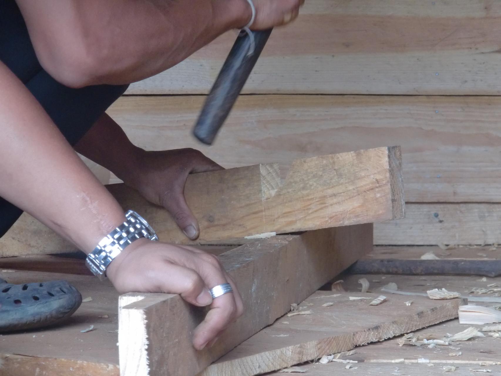 ナタ一本の木材を加工する技術はすばらしい。