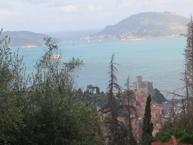 Erster Blick aufs Mittelmeer bei La Spezia