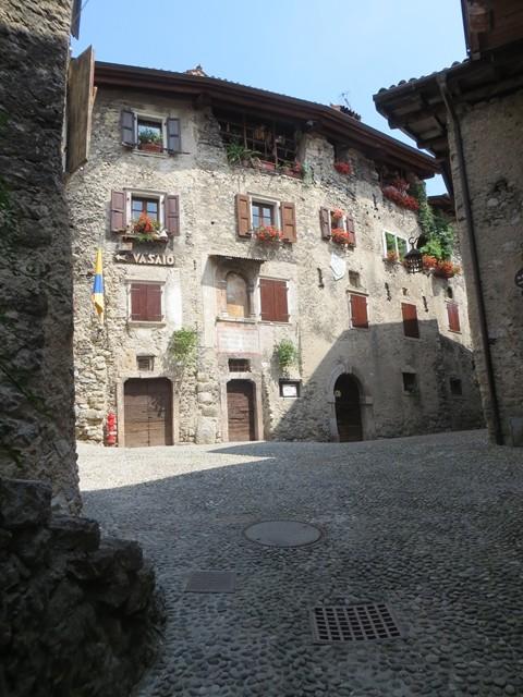 Es hat auch ein kleines Hotel im Dorf