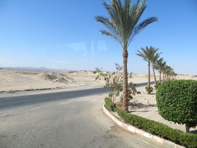 Strasse nach Hurghada .....und wir werden in die andere Richtung zum Flughafen fahren