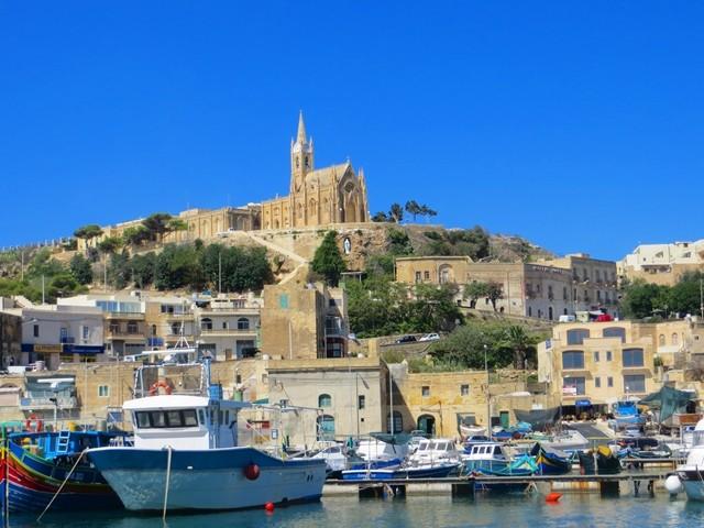 Il-Kappela ta´ Lourdes vom Hafen aus