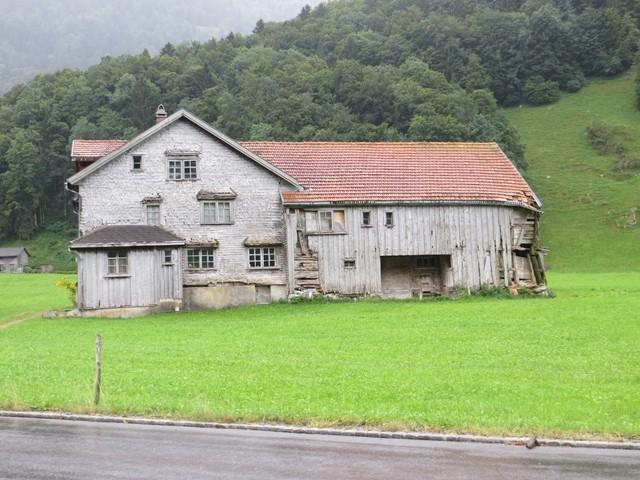 Es gibt viele verlassene Bauernhöfe (N 47.11.0898, E 9.14.5238)