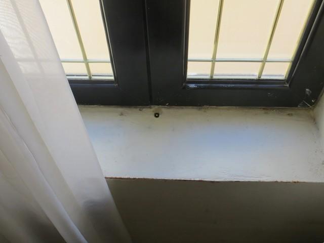 Abfluss am Fenster auf Malti - Art