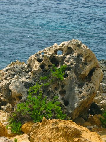 Auch auf Gozo gibt es Löcher