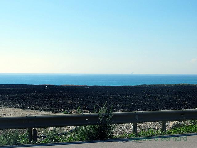 Dann habe ich etwas kleines auf dem Meer gesehen (seht ihr es auch?)