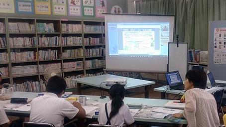 北木小学校の図書室を利用して、遠隔電池教室を行いました。技術者の方、先生にもサポートいただきました。