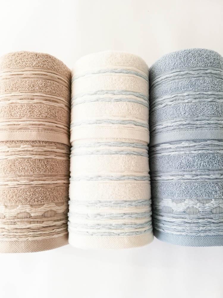 Set 3+3 asciugamani viso e ospite di Maestri Cotonieri . Art.Onde in spugna. Col: Nocciola-Bianco-Celeste. B520