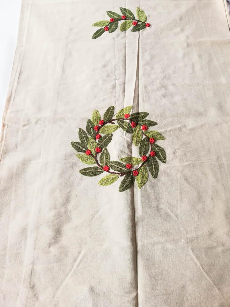 Copritavola o tovaglia natalizia per 12 persone 140x240 cm in Cotone e con ricami a punto spugna. B748