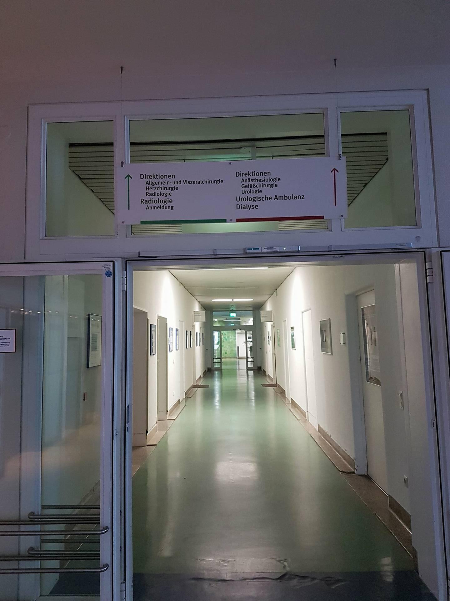 Ein Flur, wo ich als Kind, in der chirurgischen Klinik Heidelberg, viel gelaufen oder im Rollstuhl gefahren bin. In jeder Ecke steckt Erinnerung!