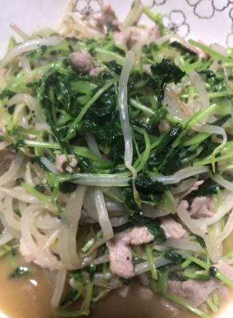 豆苗とモヤシの肉炒め(*´艸`)