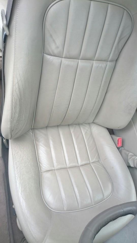 運転席革シートリペア