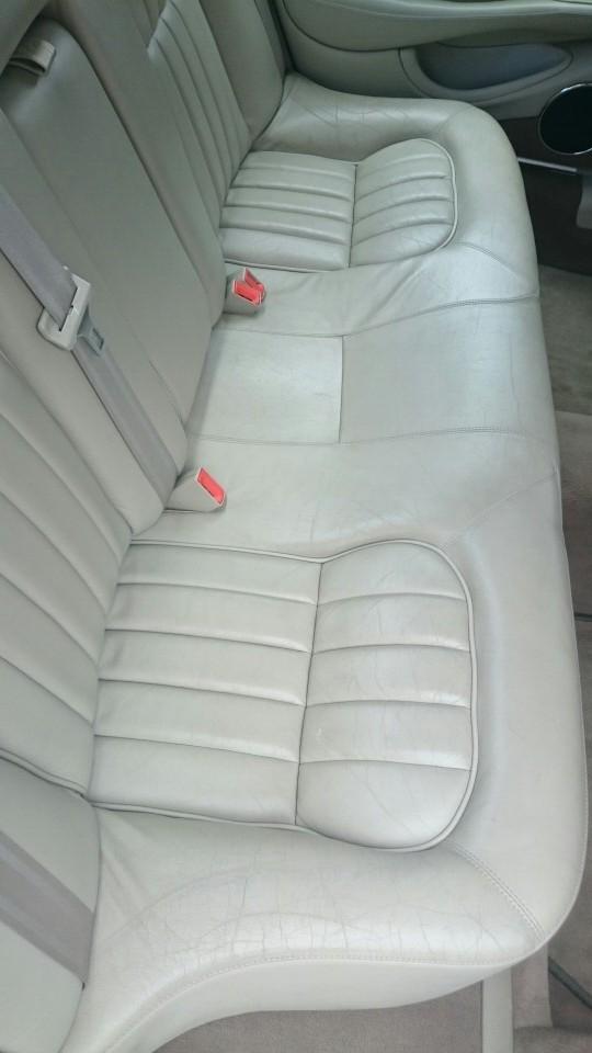 後部座席革シート