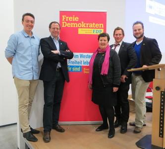 Léon Beck, Beisitzer; Felix Haltt, stellv. Kreisvorsitzender; Gabriele Hövermann, Beisitzerin; Dennis Rademacher, Kreisvorsitzender; Marc Hövermann, stellv. Kreisvorsitzender (v. l. n. r.).