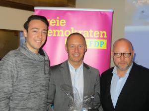 Michael Kauch (Mitte) mit dem Koordinator des Themenabends Léon Beck (links) und dem Kreisvorsitzenden Olaf in der Beek (rechts)