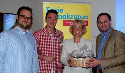 Die FDP Bochum bedankt sich für den Vortrag (Foto: Vivian Kanth).