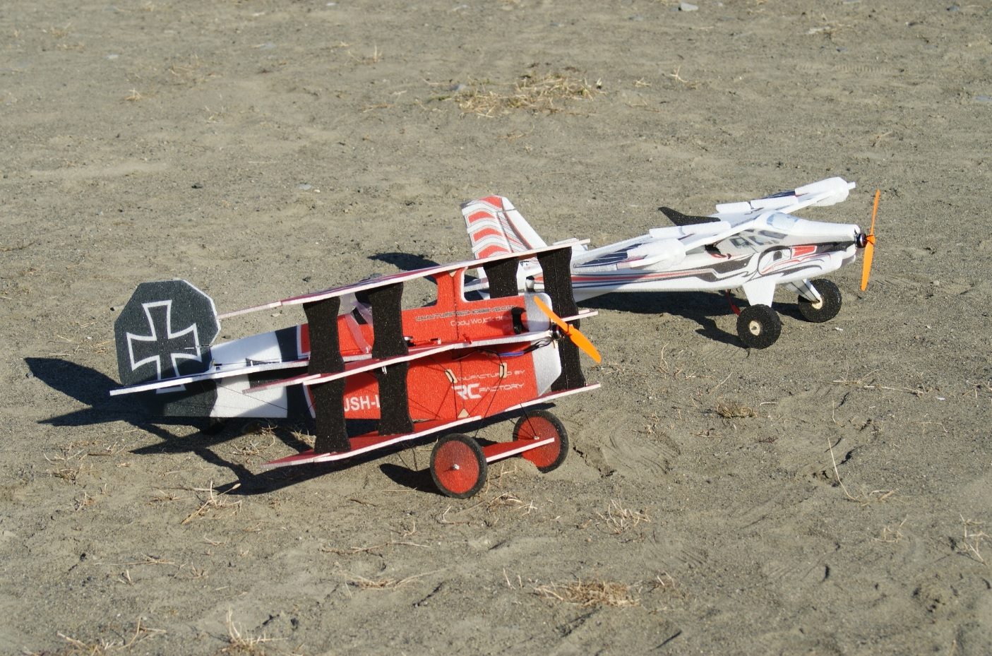 RC-Factory Crack Fokker Dr.1 Triplane &     Crack Turbo Beaver