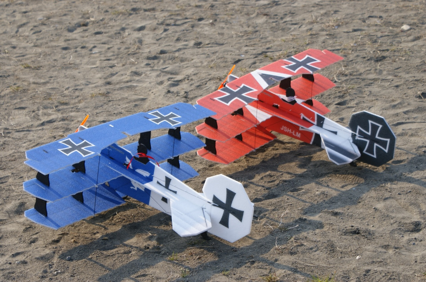RC-Factory Crack Fokker Dr.1 Triplane  (Blue&Red Baron)