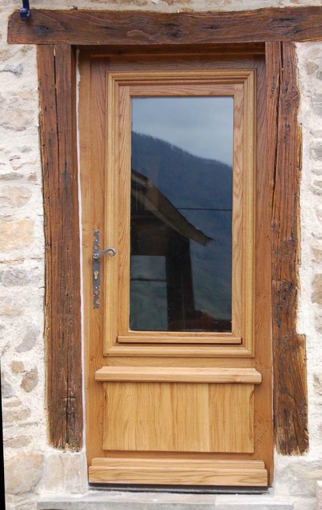 Porte d'entrée semi-vitrée avec cadre rénovation