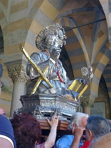Prozession mit den Reliquien am Andreasfest (27. Juni) in Amalfi.