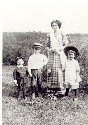 Die Familie von Valentin Woino-Jassenezky.