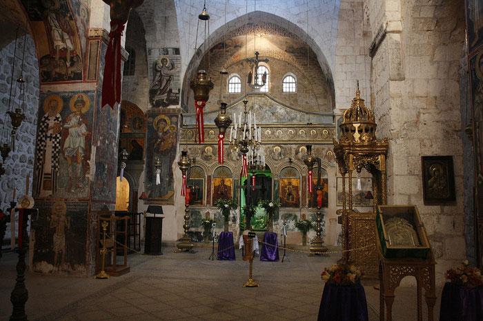 Blick in die Klosterkirche des Heilig-Kreuz-Klosters in Jerusalem.