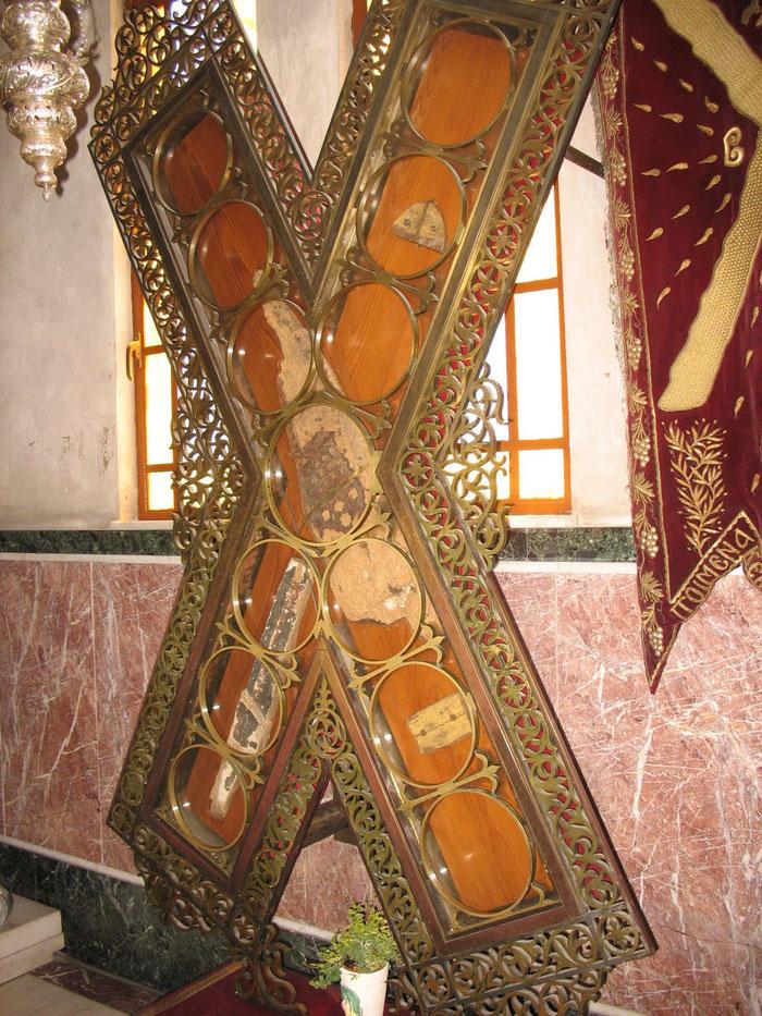 Das Kreuz an dem der heilige Apostel Andreas das Martyrium erlitt in Patras.