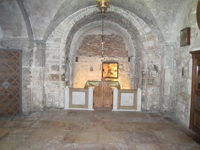 Kapelle im unteren Teil der Anastasis-Kirche, in der sich der Brunnenschacht befindet, in dem die Heilige Helna das lebensspendende Kreuzesholz fand.